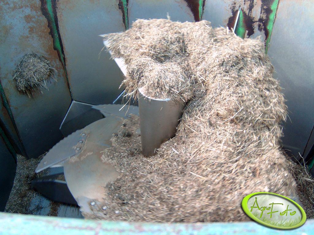 ślimak pionowy w wozie paszowym o poj .10m.