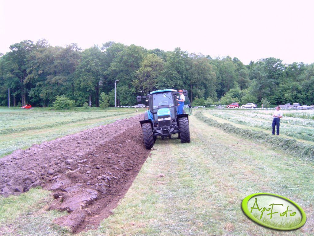 New Holland TM 140 -traktor,który sam orze ;)