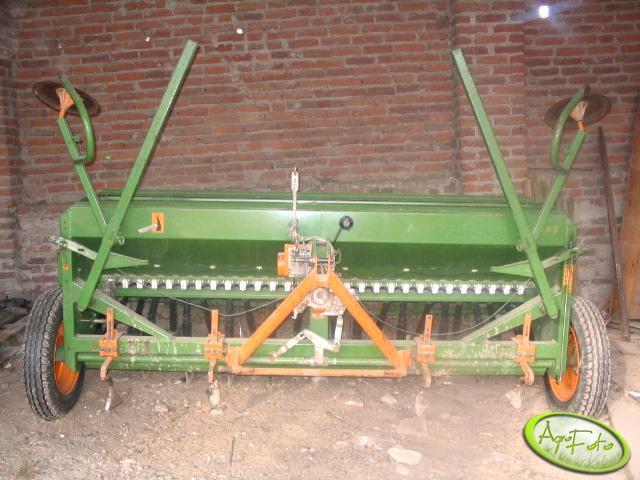 Amazone D8