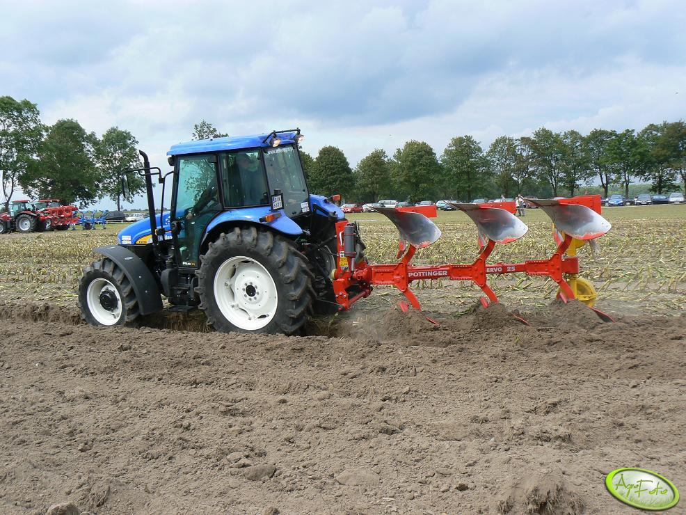 New Holland z pługiem Pottinger Servo25