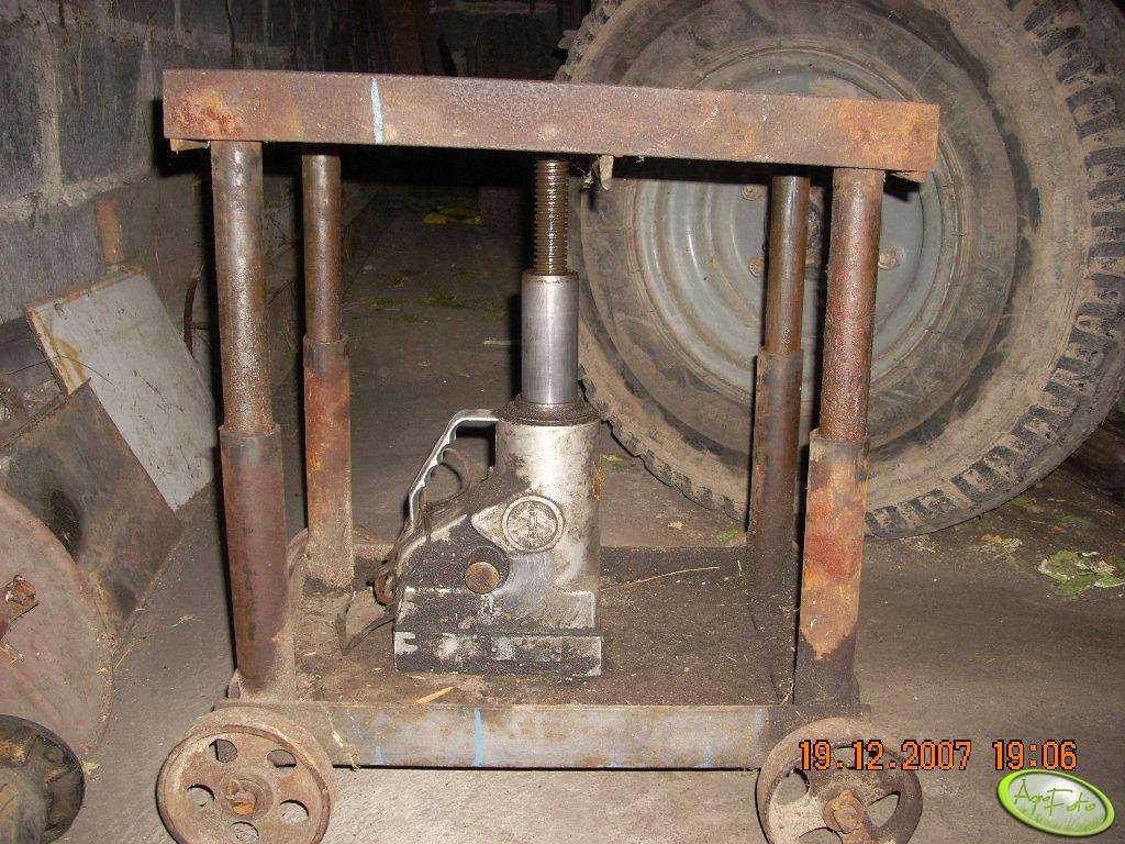 Wózek do rozpoławiania ciągnika