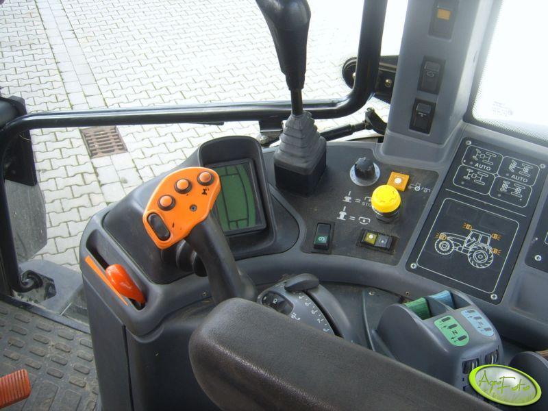 New Holland TM175