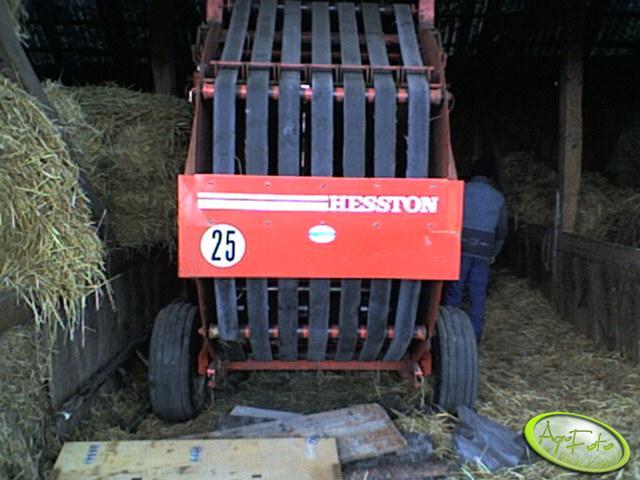 Hesston 5700