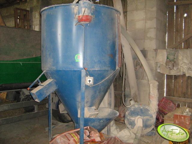 mieszalnik 1,2 t + śrutownik 11 kw