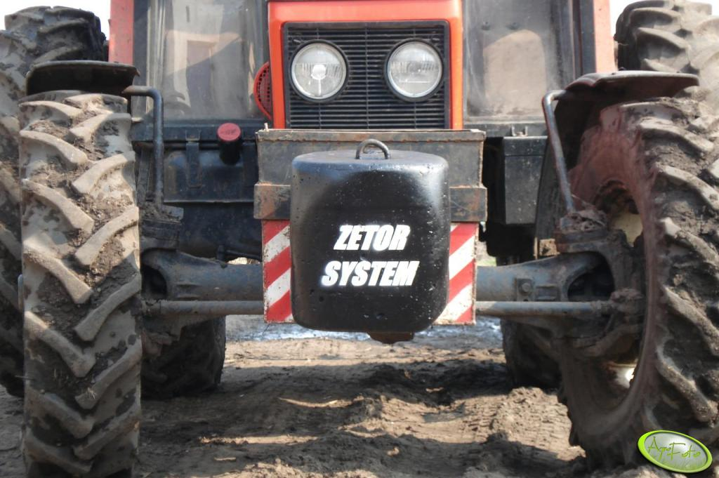 Zetor 7745 - obciążnik betonowy 110 kg