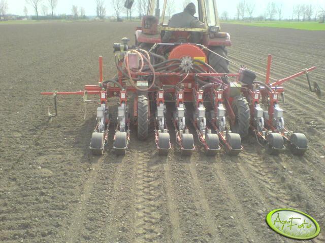 Agricola + MF 235