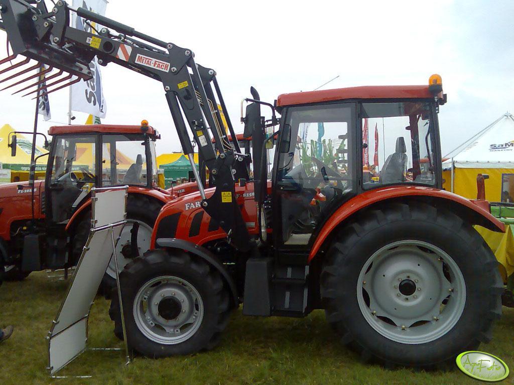 Farmer F-8258 + Ładowacz czołowy Metal-Fach