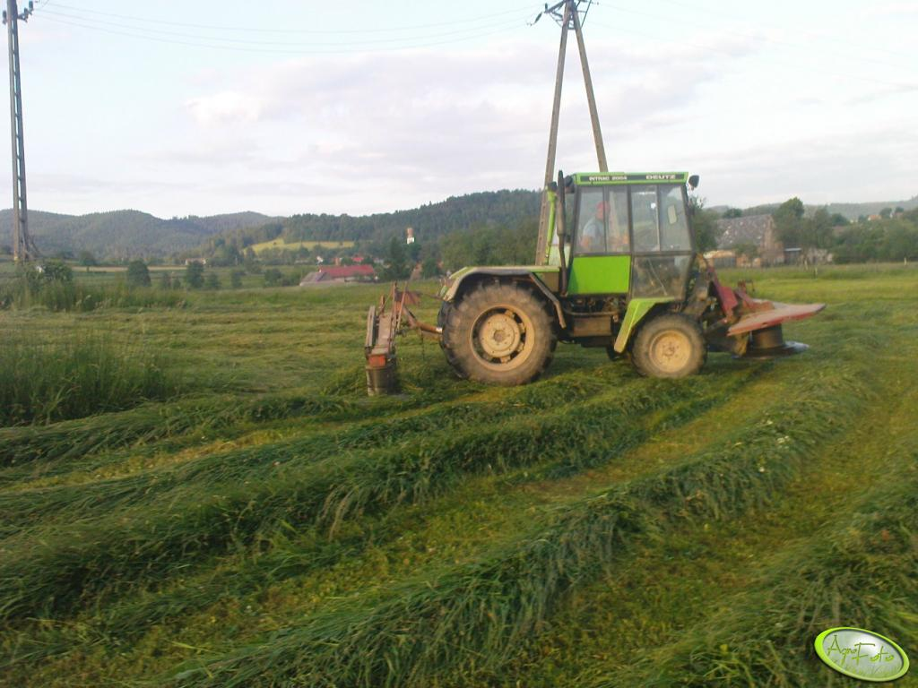Deutz Intrac 2004 z kosiarkami