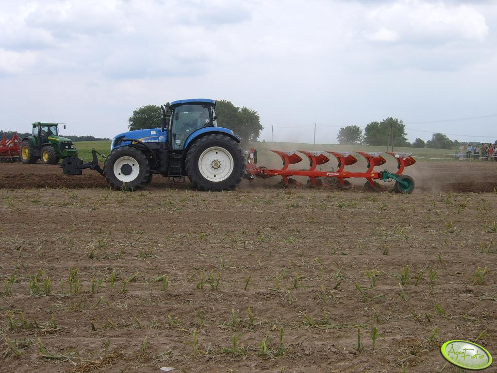 New Holland T7060 z Kvernelandem