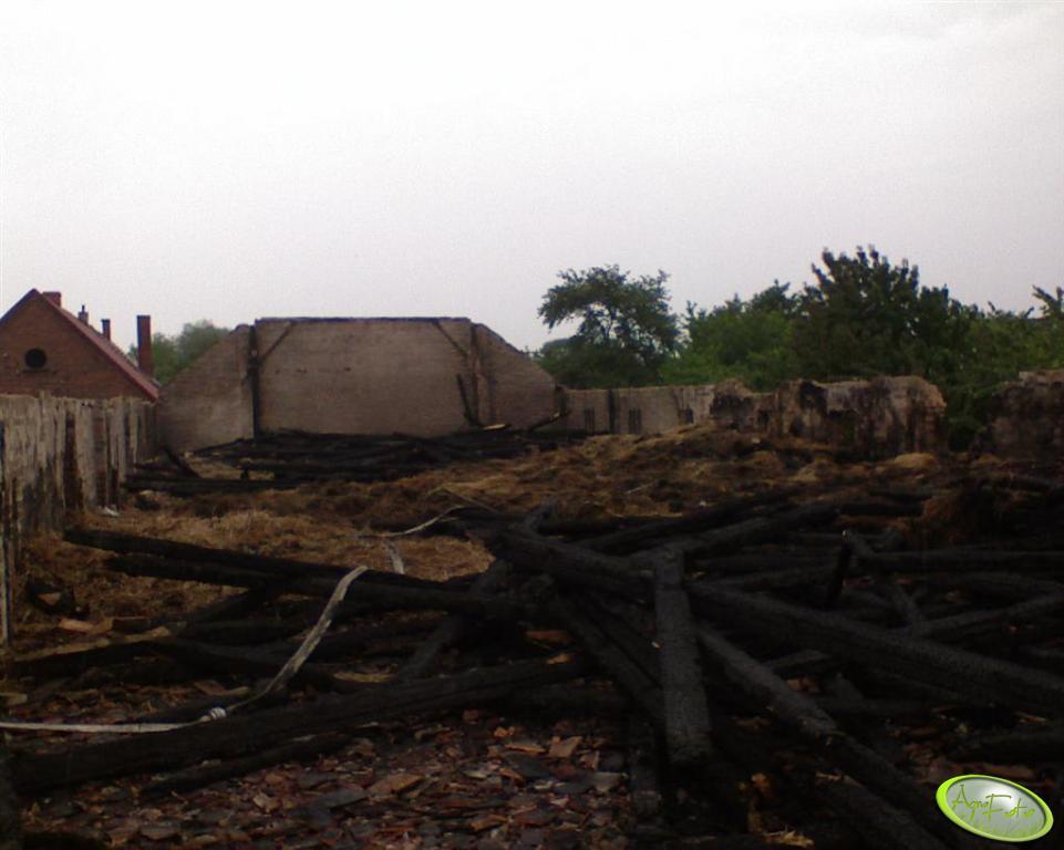 stodoła po pożarze