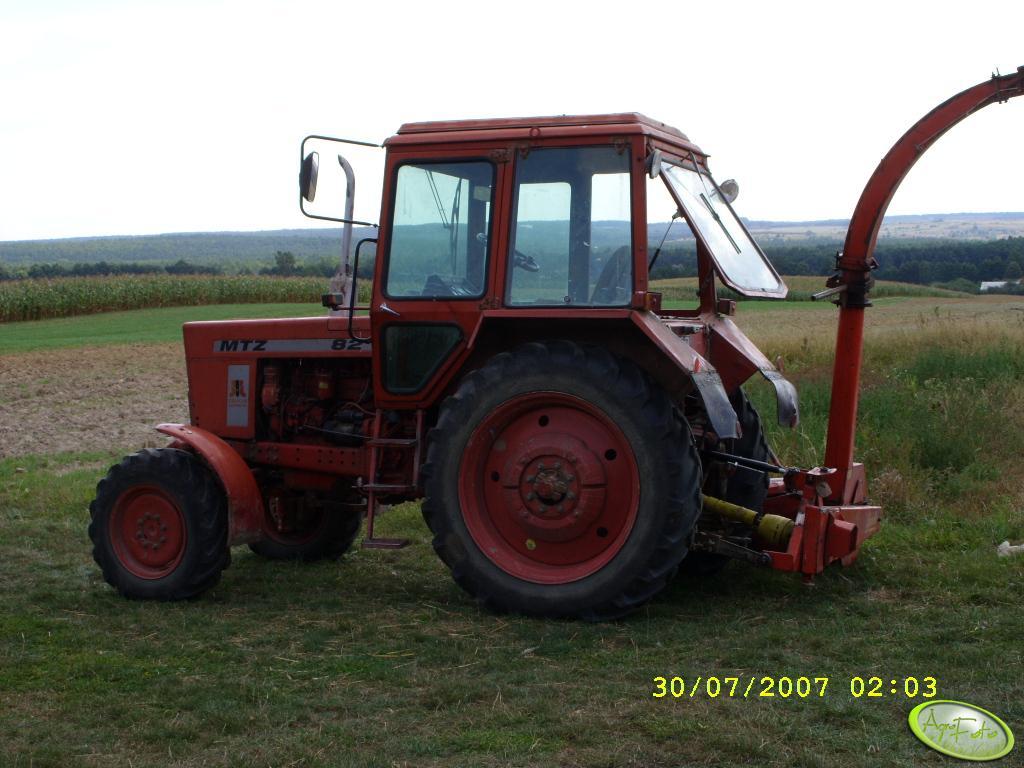 MTZ 82 + sieczkarnia do kukurydzy