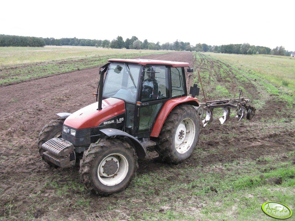 New Holland L85 & Pług Unia Grudziądz 3+2