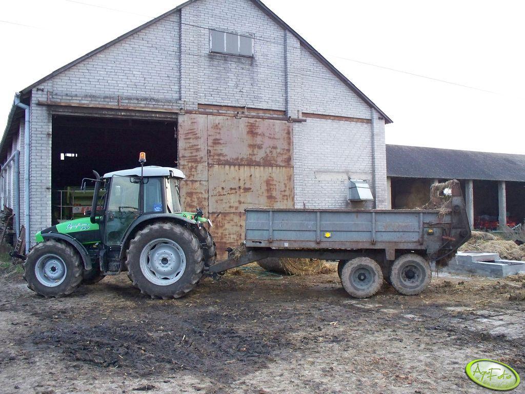 DF  Agrofarm 100DT + Rozrzutnik N218