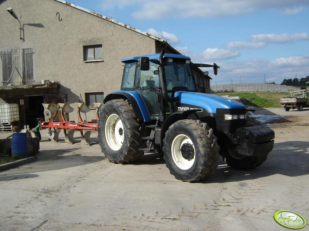 New Holland TM165