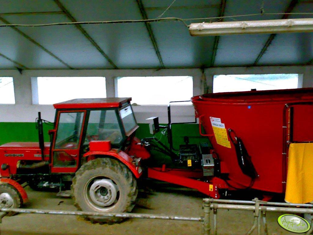Ursus C-360 + wóz pszowy