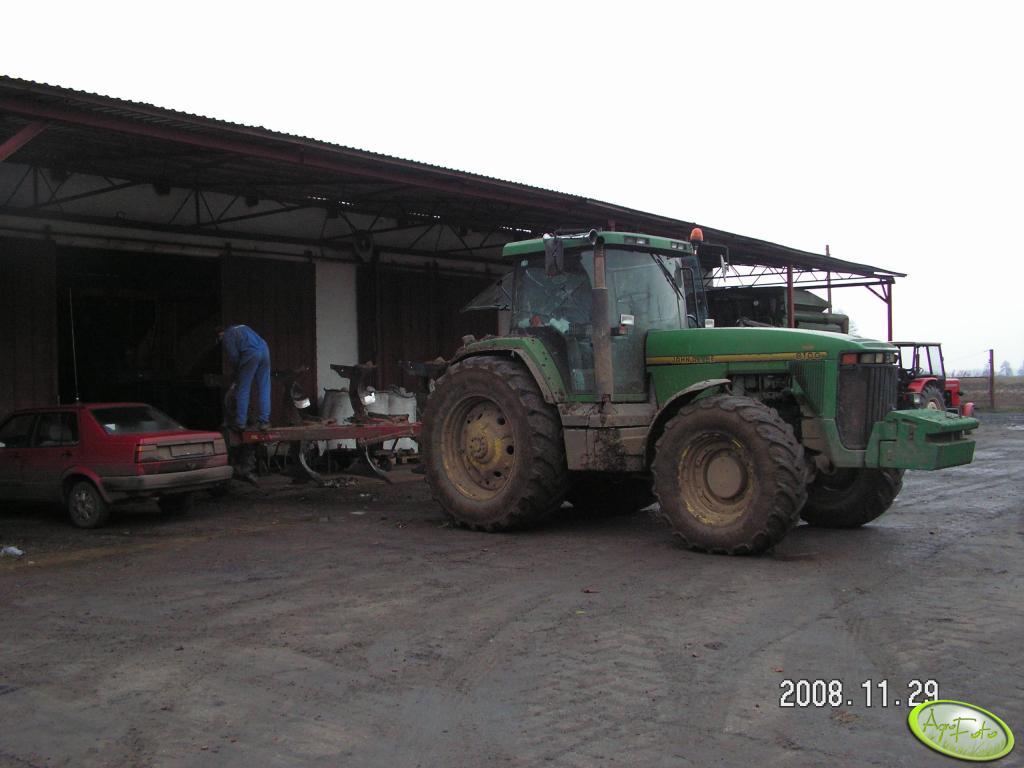 John Deere 8100 z pługiem