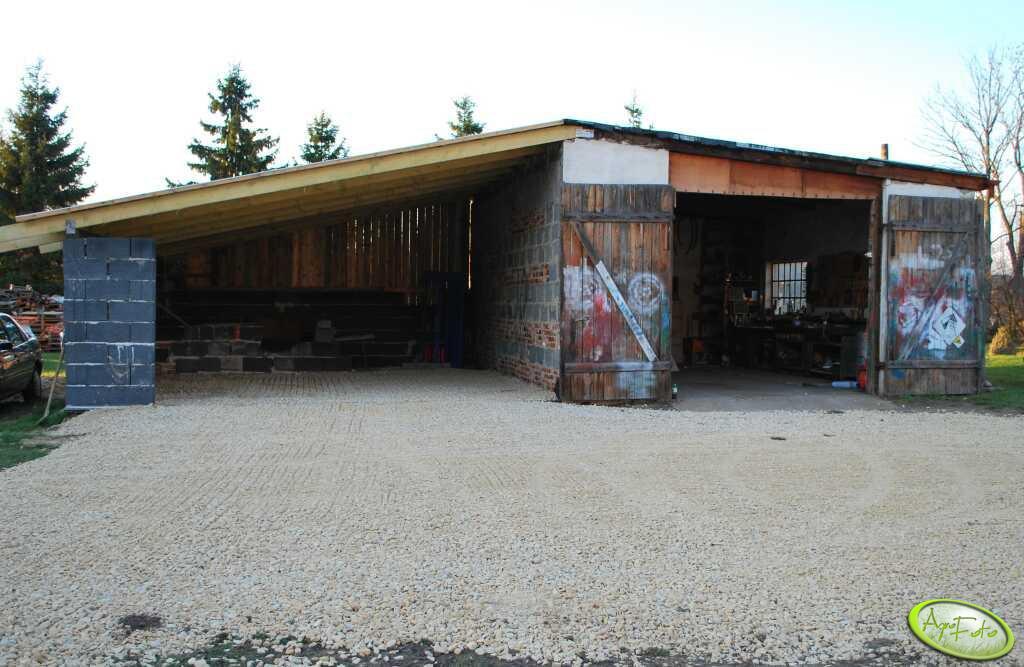 Nowy garaż i utwardzone podwórko
