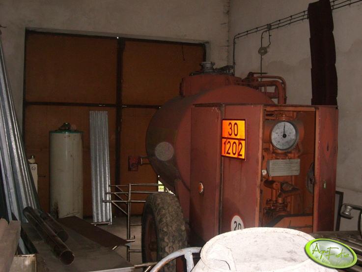 Beczka i dystrybutor oleju napędowego 2500l.