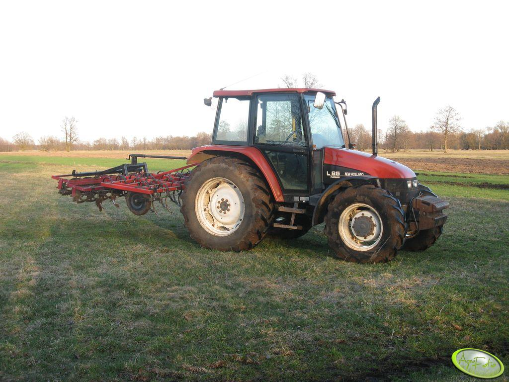 New Holland L85 + Agregat 2,5m