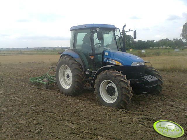 New Holland TD80D + Bomet 2.1 m