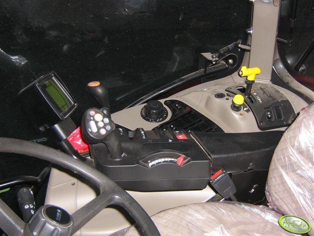 Case 140 Multicontroller - wnętrze