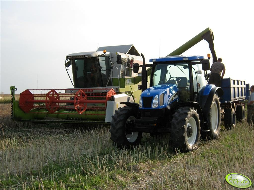 Claas Medion 310 & New Holland TS 115A + P78 S