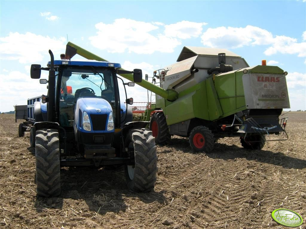 New Holland TS 115A & Claas Medion 310
