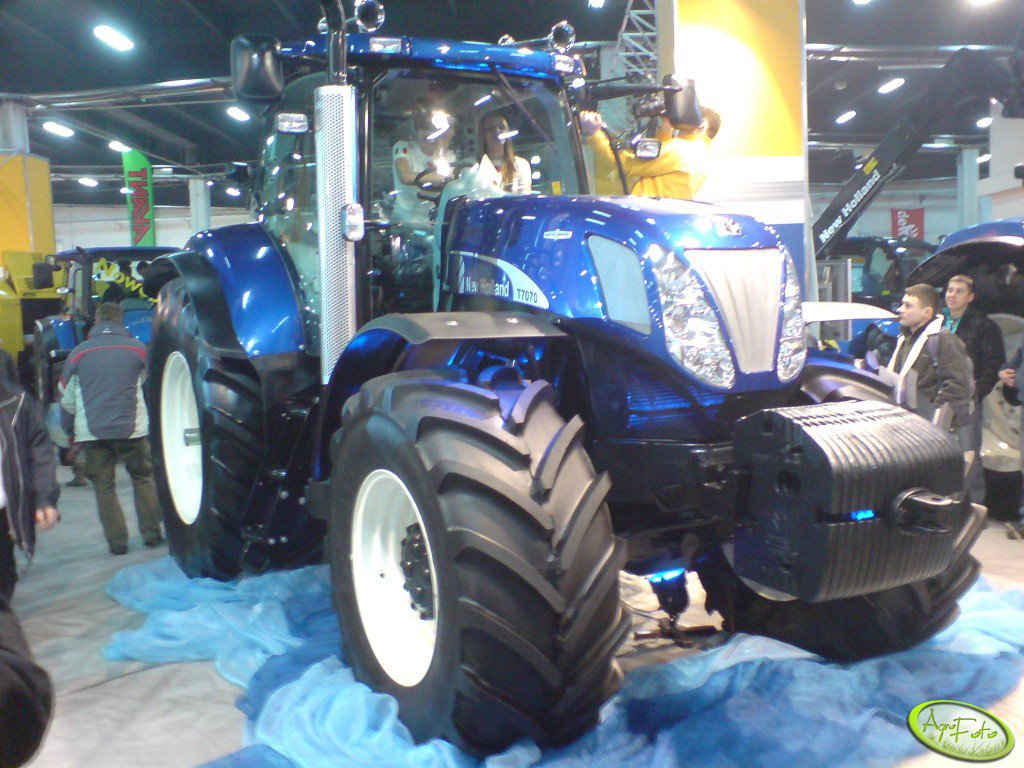 New Holland T7070