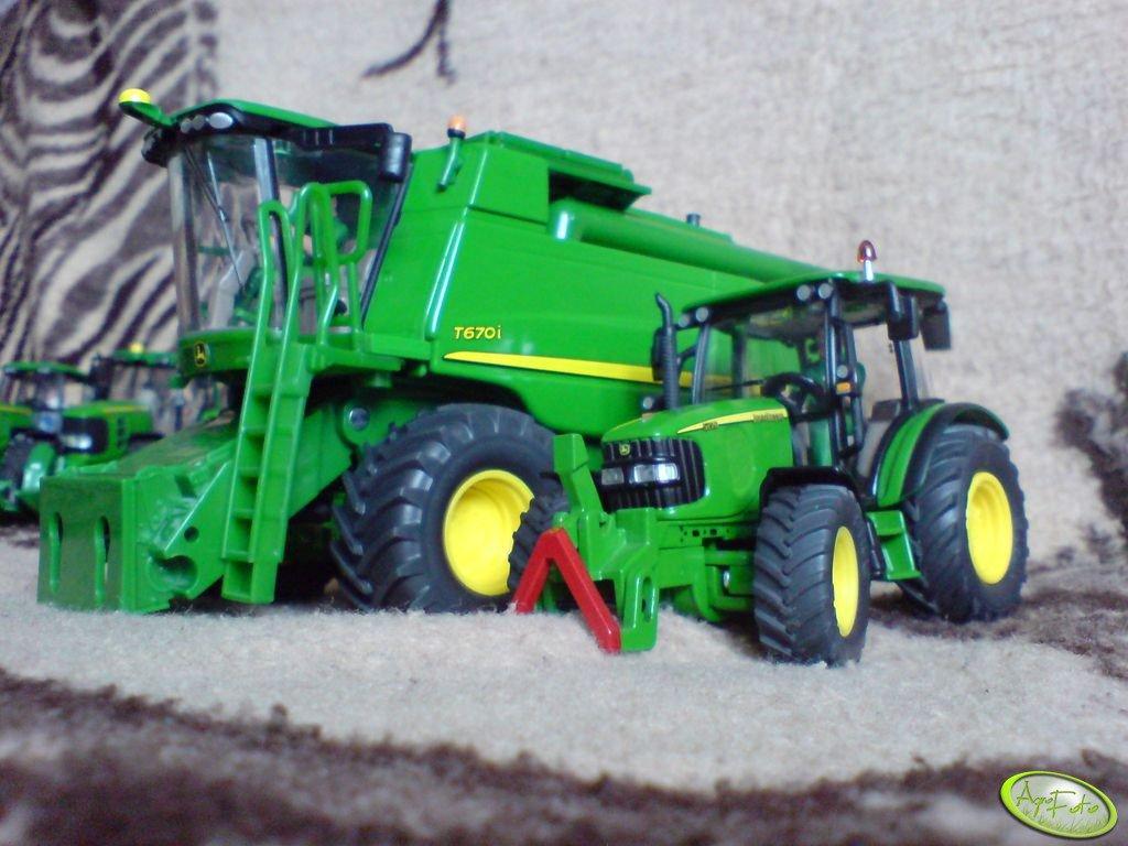 John Deere T670i & John Deere 5720