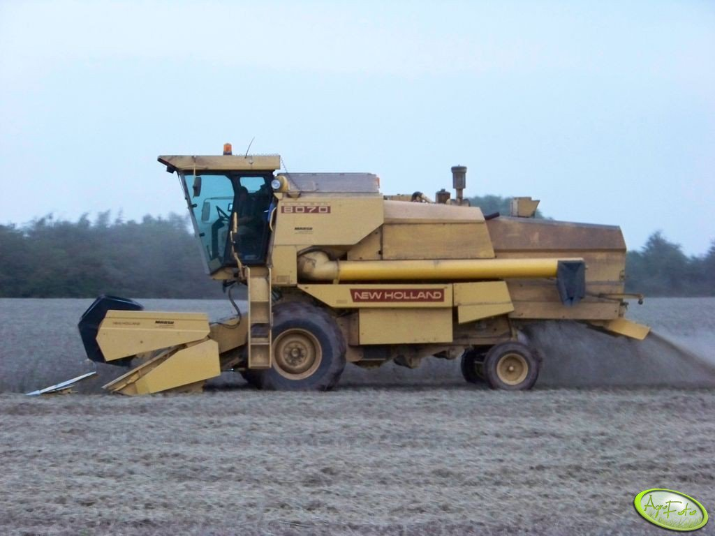 New Holland 8070
