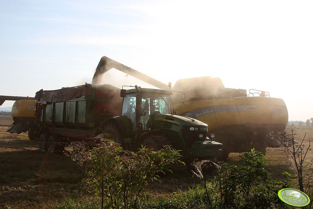 New Holland CX 8060, CX 8070 i John Deere 7820