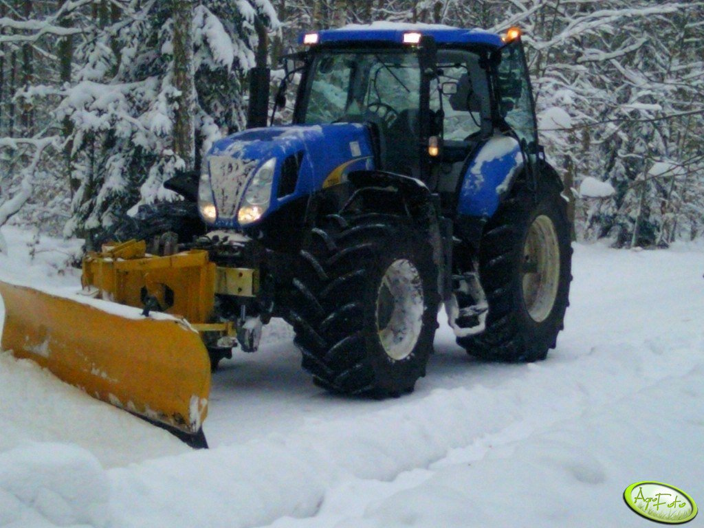 New  Holland  T7030 & pług śnieżny