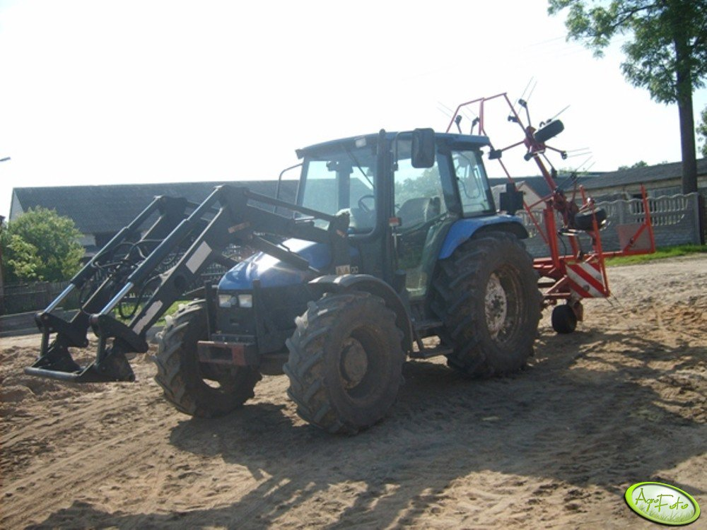 New Holland TL100 & KUHN