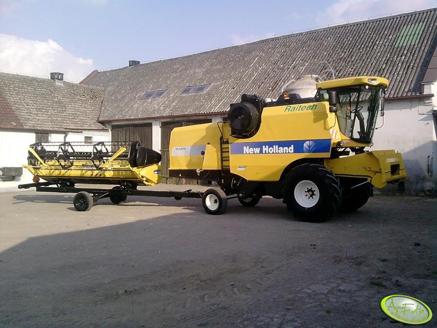 New Holland TC5050