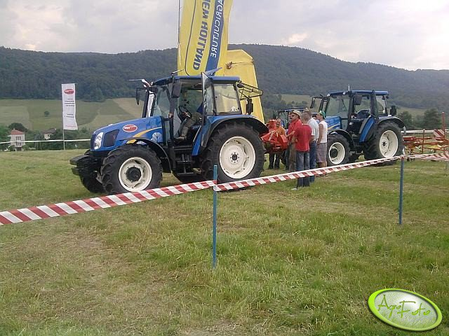New Holland T5050  x2