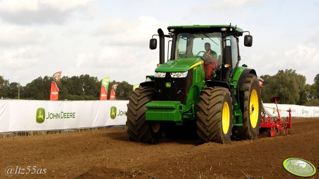 John Deere 7200R + Kverneland Accord DA