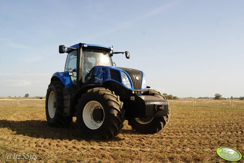 New Holland T8 300