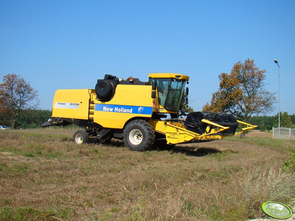 New Holland TC5040 Bizon