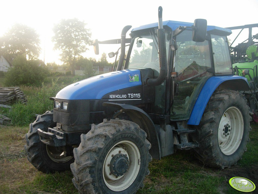 New Holland TS115.