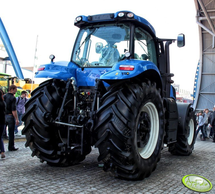 New Holland T8 275