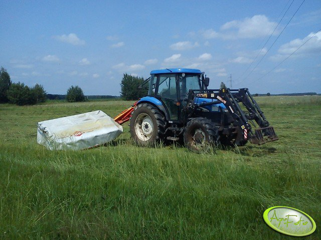 New Holland TD85D + KUHN GMD66 Select