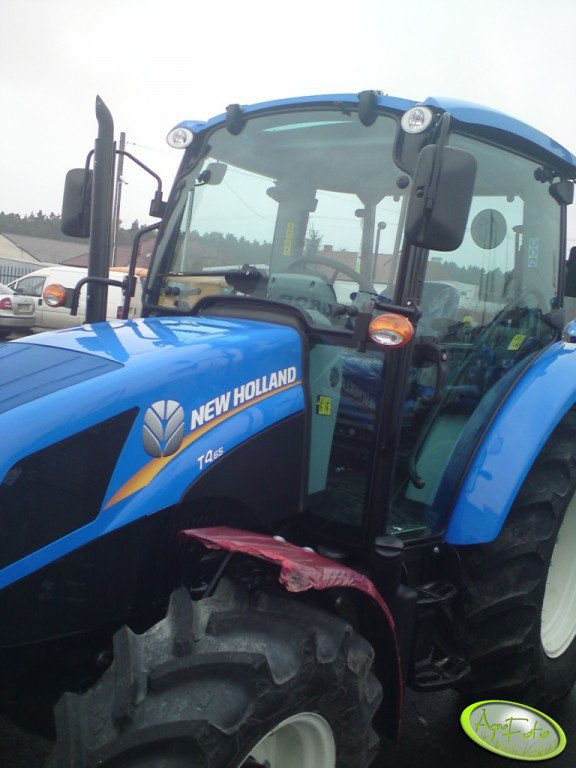 New Holland T4