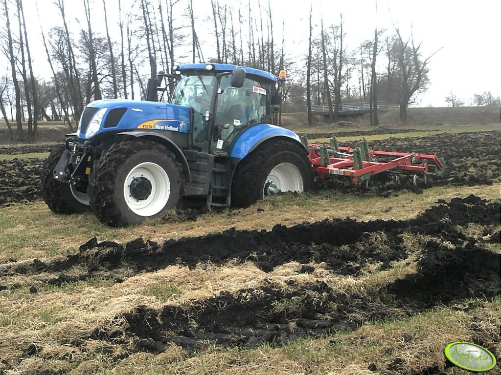 New Holland T7070 AC & UNIA KOS 4.5