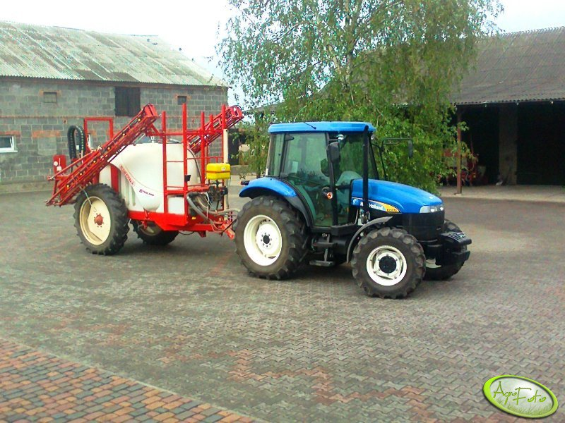 Bury Pelikan 2700l i New Holland TD5010