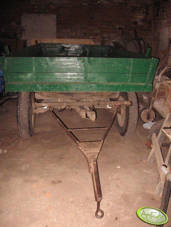 Wóz ciągnikowy po malowaniu