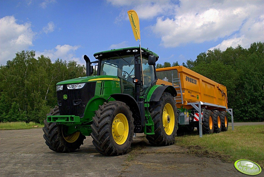 John Deere 7230R + Joskin WinPack Cargo 6000