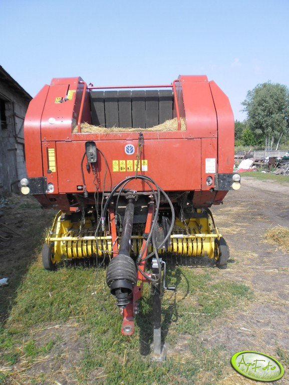 New Holand BR 740