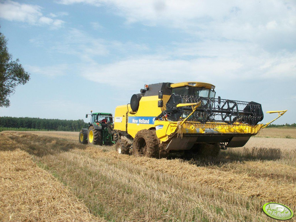 New Holland TC5070 & John Deere 6830