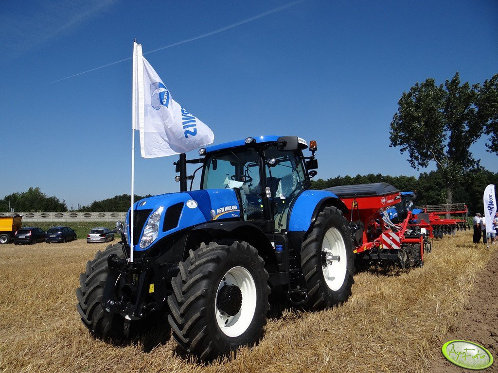 New Holland T7.220 + Kuhn Speedliner C3000