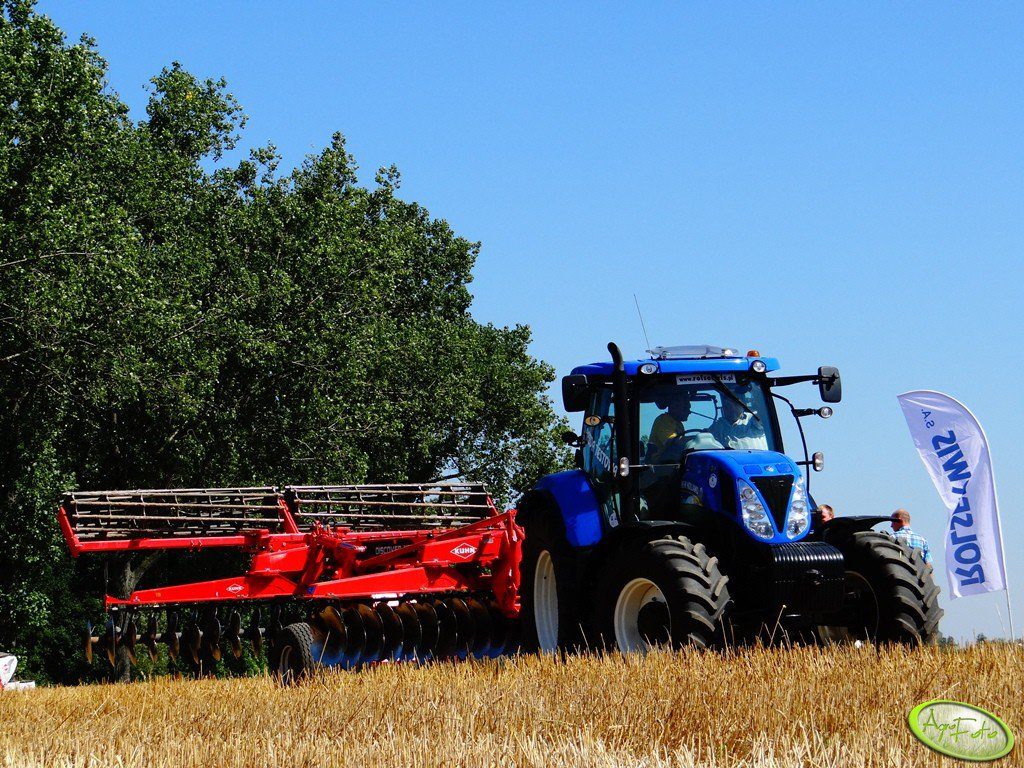 New Holland T7.210 + Kuhn Discover XM2